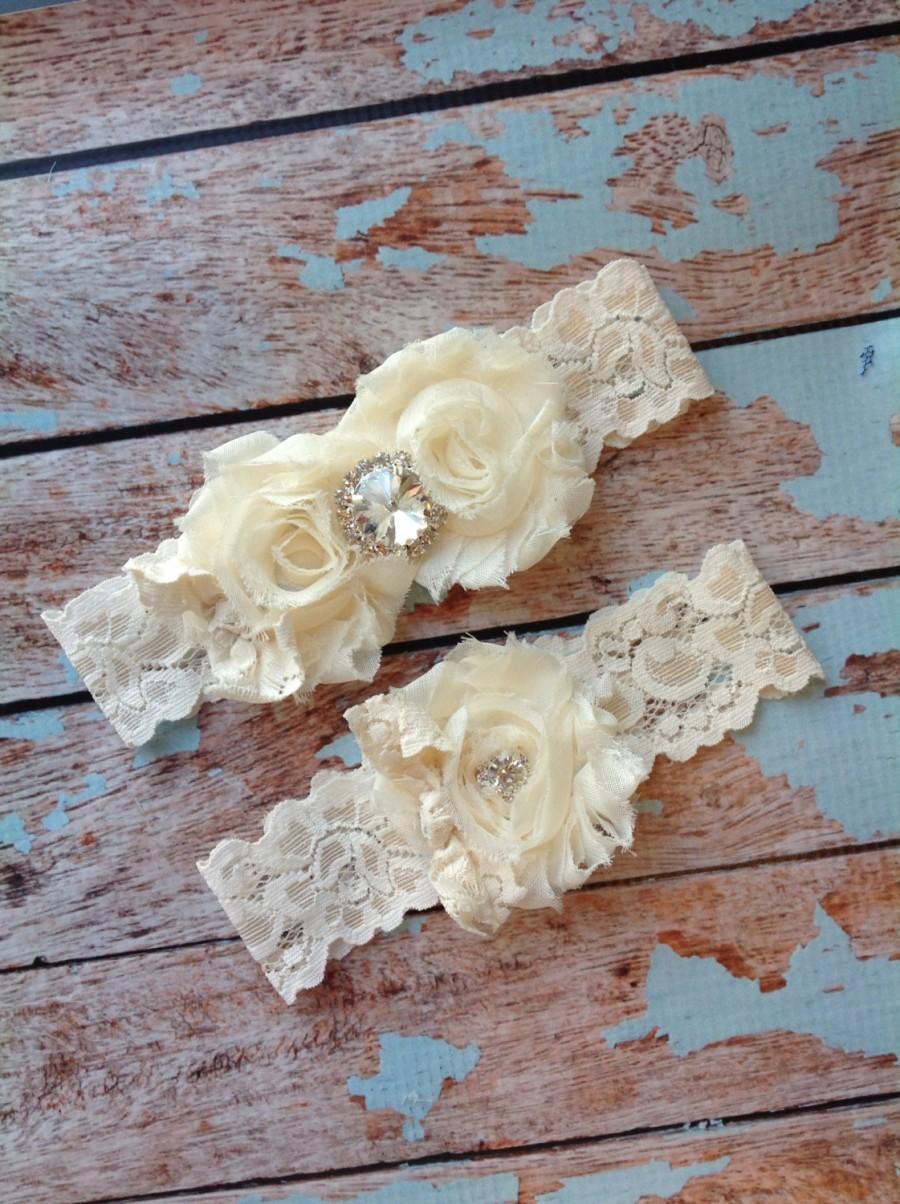Свадьба - IVORY /LACE bow / RHINESTONE  wedding garter set / bridal  garter/  lace garter / toss garter included /  wedding garter / vintage inspired