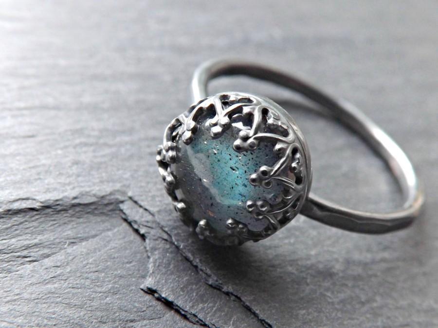 Mariage - blue labradorite black silver ring, labradorite engagement ring silver, delicate silver ring, crown ring silver, labradorite wedding band