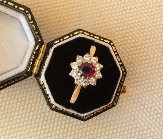 Mariage - Vintage 18ct Gold Ruby and Diamond Cluster Ring