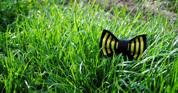 Wedding - Baby's bowtie Embroidered bow tie Black yellow tie Bee pattern Gift for boss Role play gift Carnaval clothing Clown costume Baby photo prop