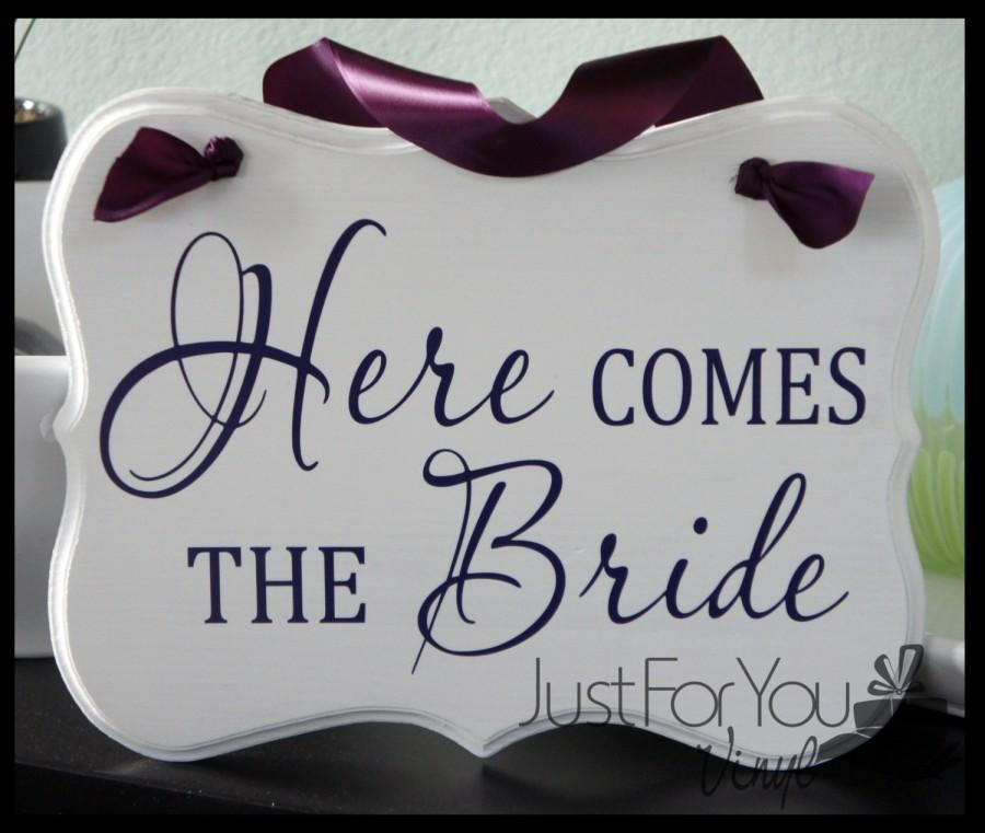 Mariage - Here Comes The Bride Sign With Matching Ribbon - Perfect To Announce The Arrival Of The Bride And Customized For You