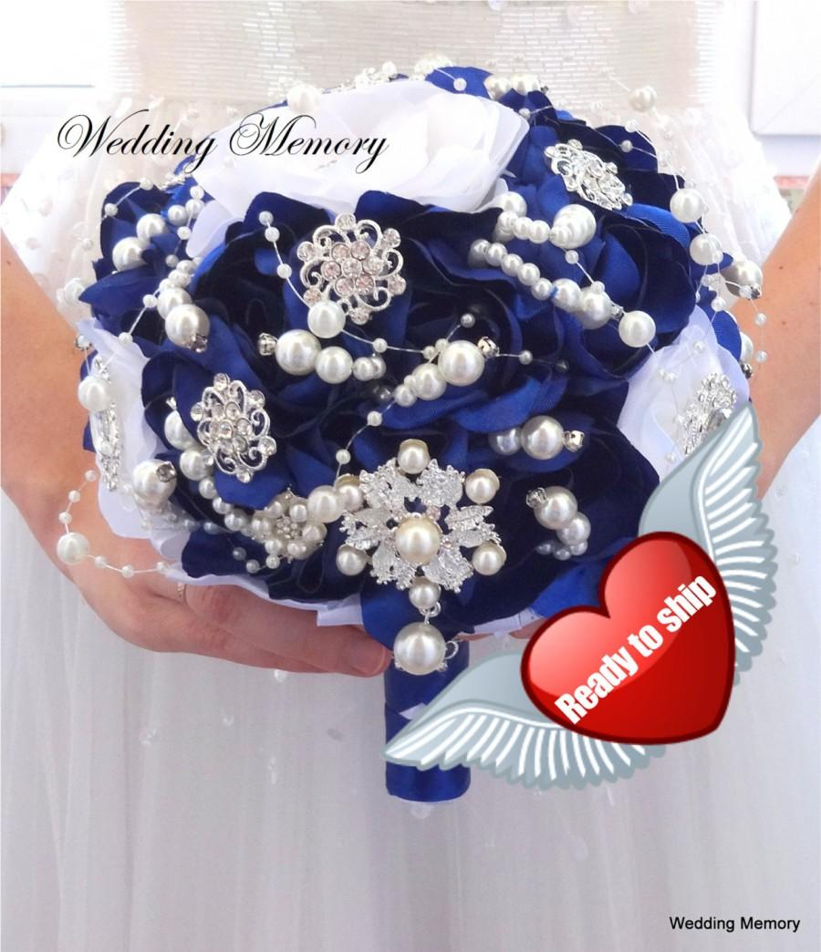 Mariage - BROOCH BOUQUET Ready to ship in royal blue and white colors with pearls and silver brooches