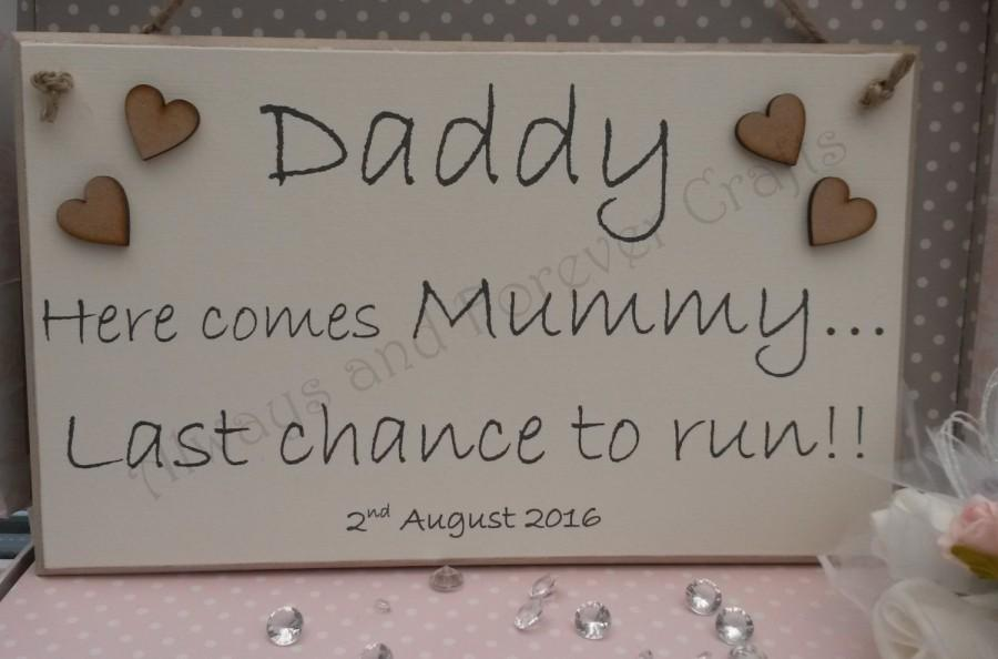 Mariage - Daddy here comes Mummy Last chance to run sign plaque with date Flowergirl Pageboy Bridesmaid
