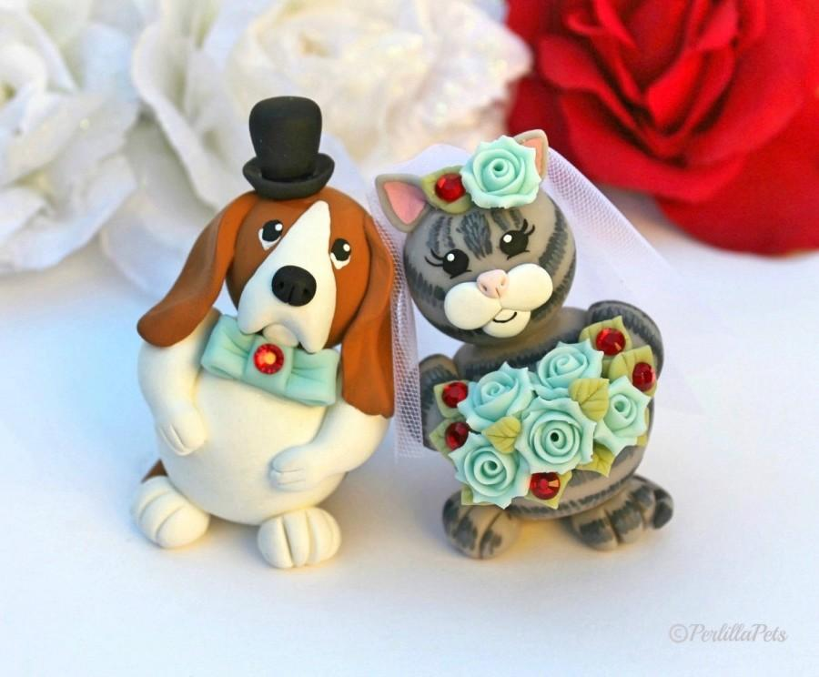 Hochzeit - Custom wedding cake topper, dog and cat cake topper, touching heads bride and groom, Basset Hound dog and grey tabby cat, with banner