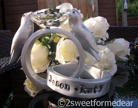 Mariage - Platinum diamond wedding rings with love birds