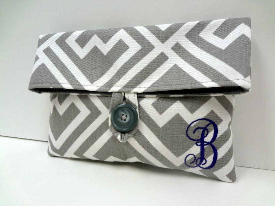Свадьба - Gray and Purple Wedding Clutch Monogrammed Gift Makeup Bag Bridal Party Gift