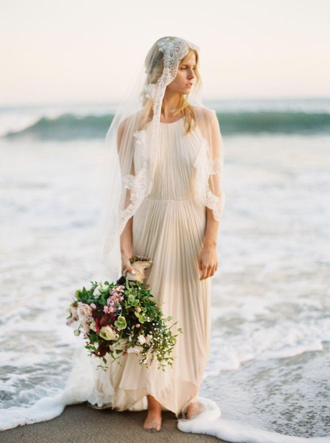 Mariage - This Beachside Bridal Session Serves Up Major Gown Drama