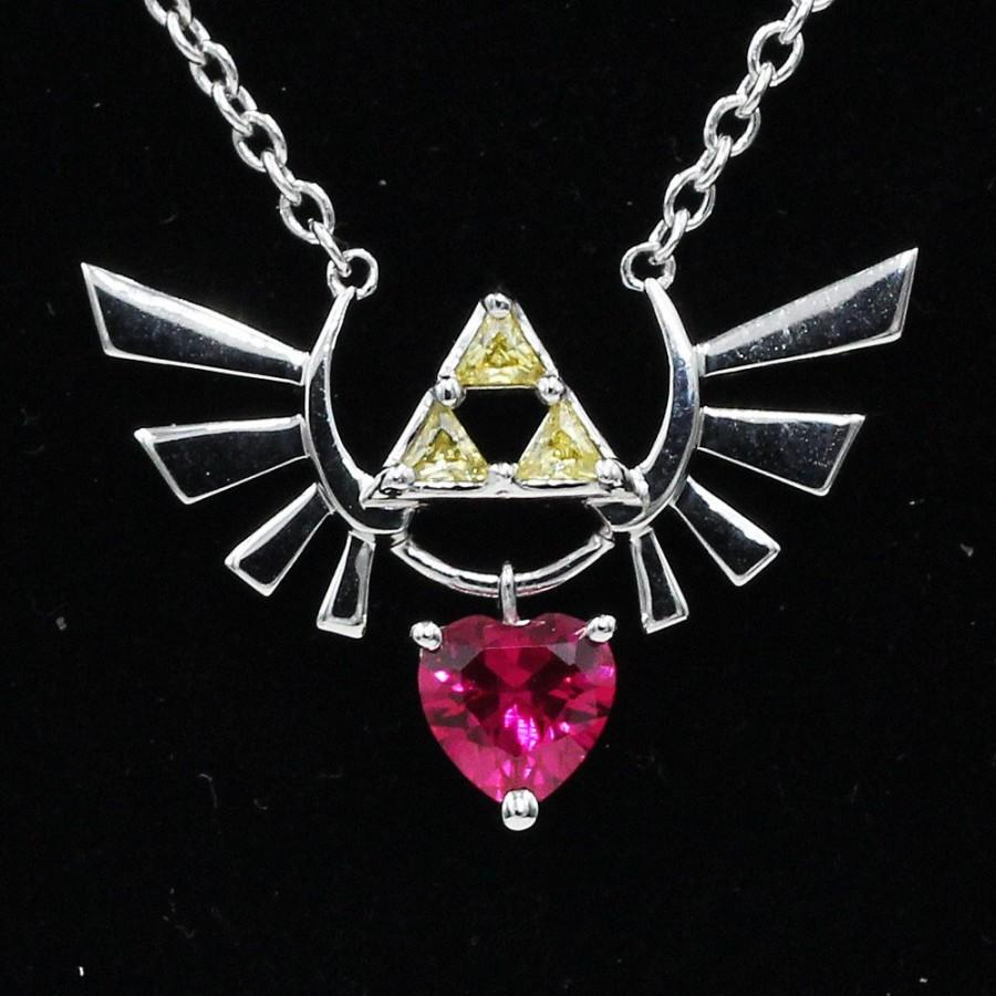 Mariage - Deluxe Customizable Legend of Zelda Hyrule Crest Necklace Wedding Heart Container 8 Bit Heart Ocarina of Time Triforce Video Game Cosplay