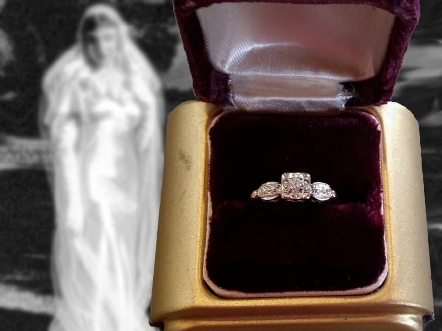 Mariage - Elegant Vintage 14K Gold and Diamond Engagement Ring