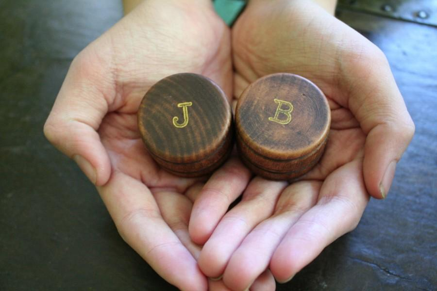 Hochzeit - Personalized wedding ring box set. Tiny round ring boxes, ring bearer accessory, ring warming. Pair of pine boxes with initials in gold.