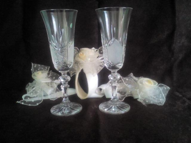 Свадьба - Set of two Crystal Champagne Glasses /  2 Wedding Glasses with Wedding decoration / Set Decoration for glasses and for a bottle