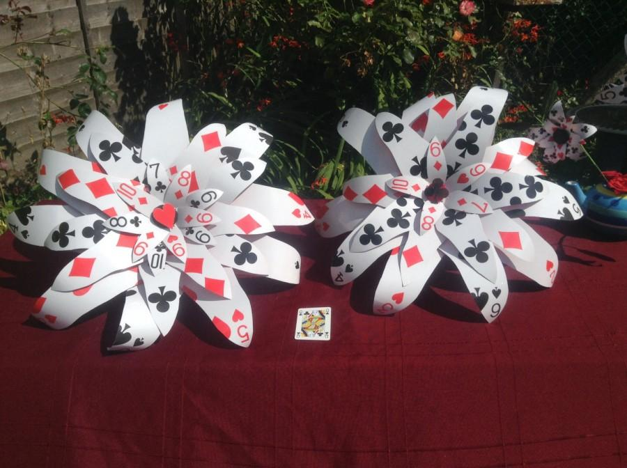 Mariage - Giant flower playing card bouquet las vegas casino Alice in wonderland wedding party