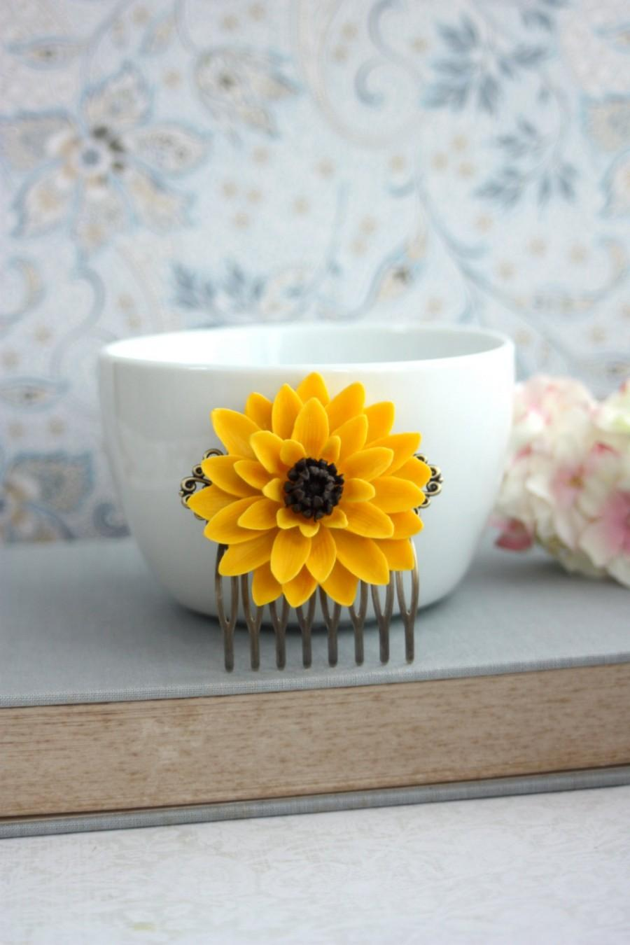 Mariage - Sunflower Wedding. Yellow Sun Flower Floral Comb. Large Chrysanthemum Mum Flower, Statement Comb. Bridesmaids Gift, Yellow Summer Wedding