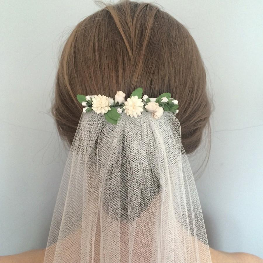 Свадьба - Rustic wedding veil - Bohemian wedding veil with spring meadow white and ivory parchment flowers - 'Spring Meadow' veil