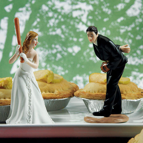 Свадьба - Personalized Wedding Couple Ready To Hit A Home Run Baseball Lover Bride Batting and Groom Pitching Wedding Cake Topper Sports Groom's Fan