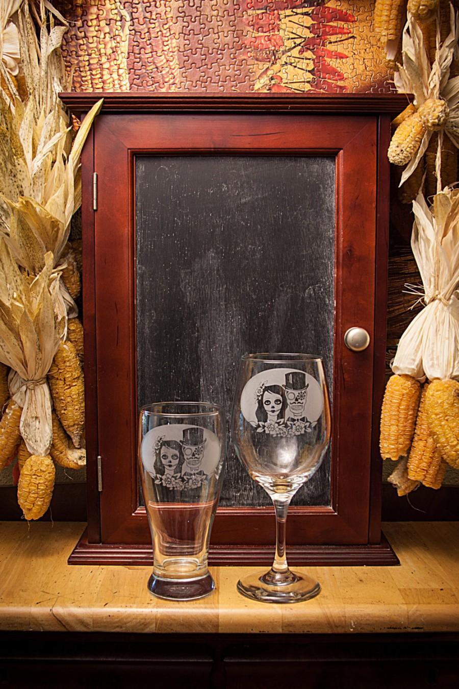 Свадьба - Sugar skull, Day of the dead, off beat bride, Dia de los muertos, Skull wedding, New Mexico, Toasting glasses, By VitalBridalKeepsakes
