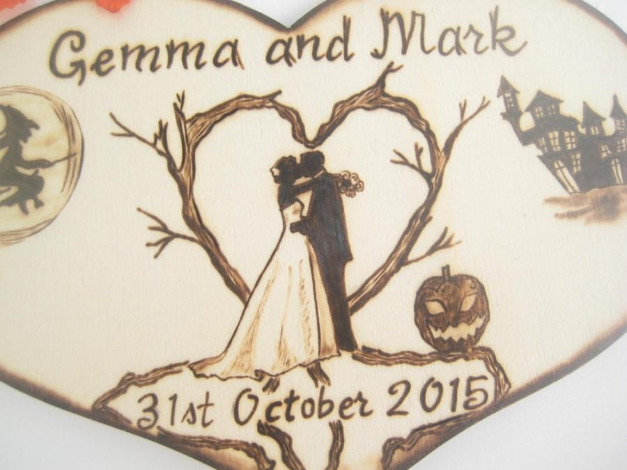 Hochzeit - Halloween Wedding Cake Topper, bride and groom, Silhouette, Wood, Heart cake topper, Rustic, Gift for Couple, Pyrography, PERSONALIZABLE