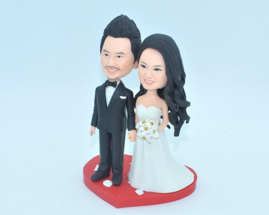Mariage - Unique wedding cake topper, personalized cake topper, Bride and groom cake topper, Mr and Mrs cake topper