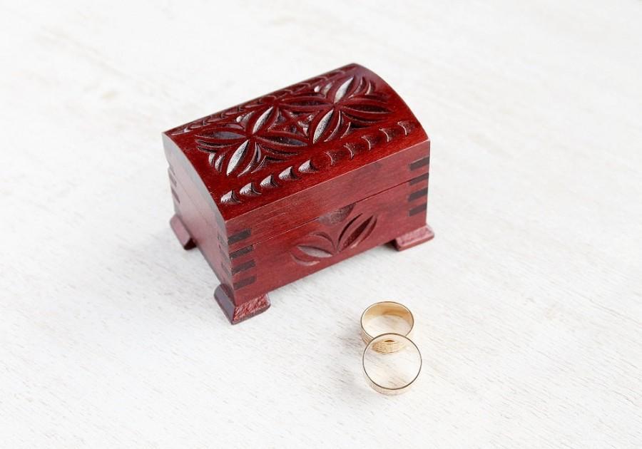 Свадьба - Wood Ring Box, Carved Box, Wedding Ring Bearer, Ring Pillow Box, Custom Antique Box, Rustic Ring Box, Ring Bearer Box, Engagement Ring Box