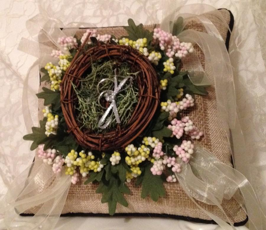 Mariage - Rustic burlap wedding ring pillow,hand made,bird's nest ring holder,rustic wedding pillow,pink,green,beige,ring bearer pillow,rustic pillow