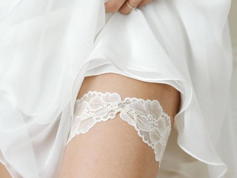 Свадьба - Ivory wedding garter, lace garter set, bridal garter belt, wedding gift - style #521