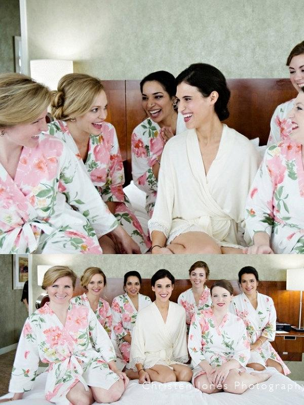 Свадьба - Set of 7 Bridesmaids Robes - White Pink Large Floral Blossom