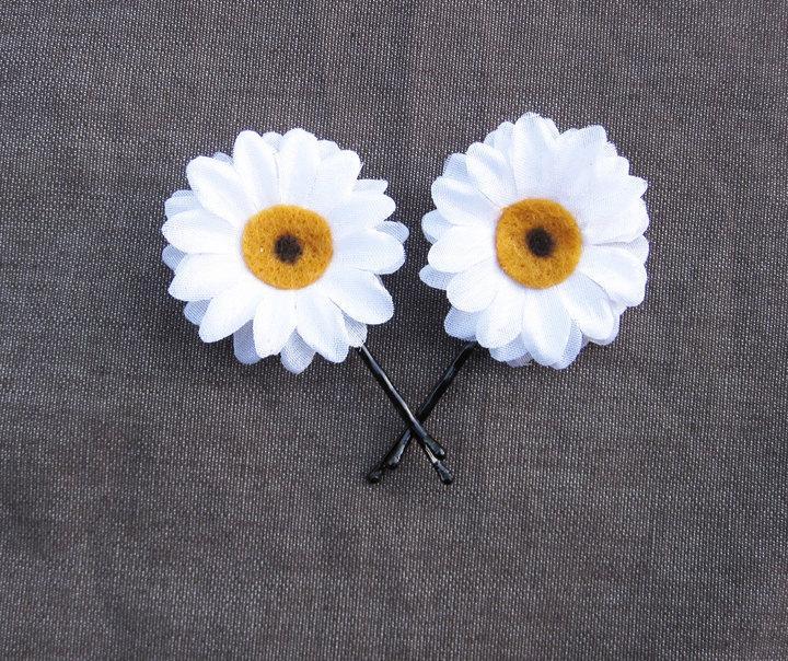 Mariage - Daisy Bobby Pins - White Daisy Hair Flowers. Daisy Hair Pins, Daisy Pins, Bridesmaids Gifts, Daisy accessories, EDC, Daisy Chain, Daisies,