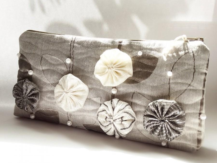 Mariage - Maid of Honor Gift Clutch Bag, Wedding Clutch with Flowers and Pearls, Unique Clutch for Bride, Special Gift for Mother or Sister