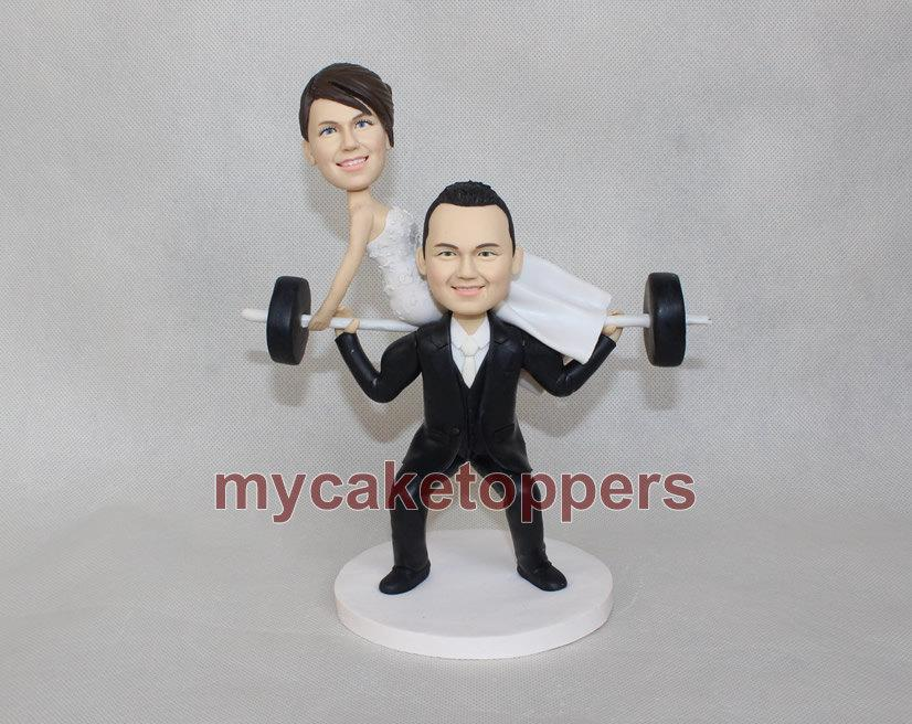 Hochzeit - Custom wedding cake topper, Bride and groom wedding cake topper,custom cake topper with weight bar,groom lift bride, Dumbbells,Barbell