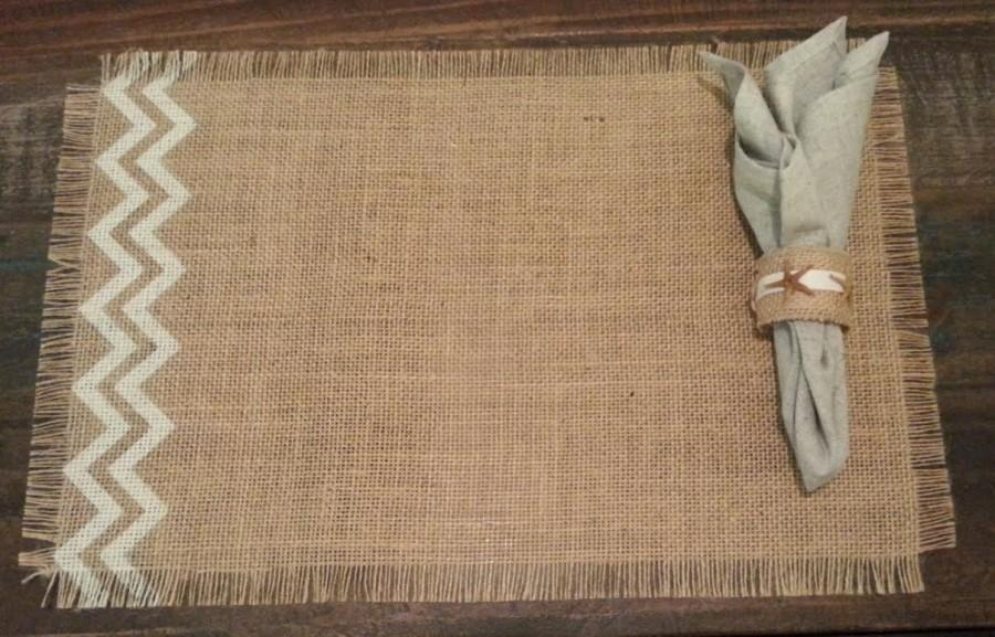 "Свадьба - Burlap Placemats 12"" x 18"" set of 4 or 6 or 8 with chevron - Holiday decorating Home decor"