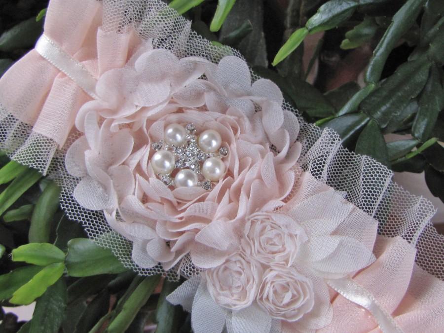 Mariage - Aurelia, Soft and light pink chiffon flowers on a chiffon pleated garter