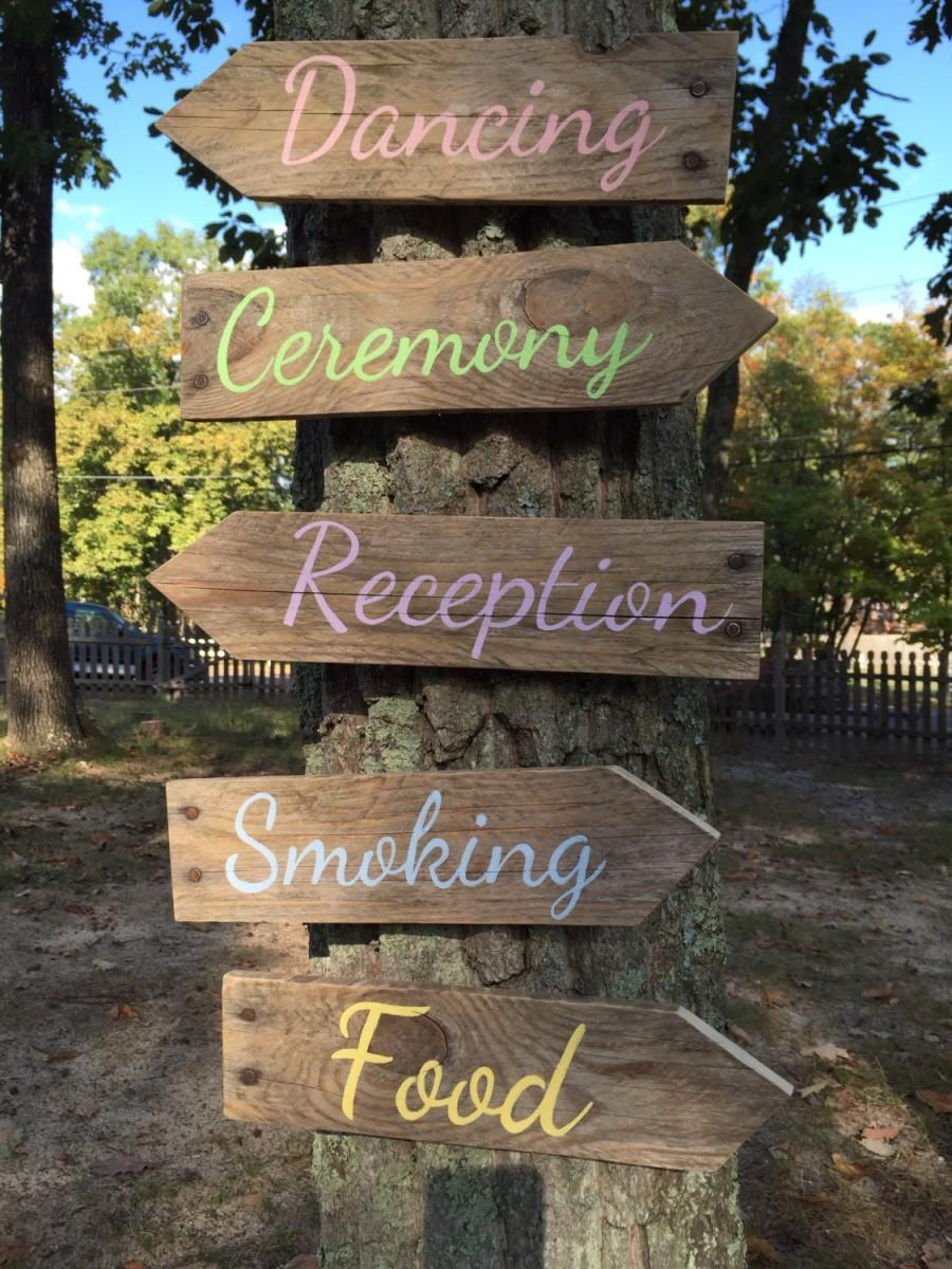 Hochzeit - Wedding arrow signs Rustic wedding Pallet directional arrows Wedding decor Ceremony and Reception arrows Outdoor wedding arrows
