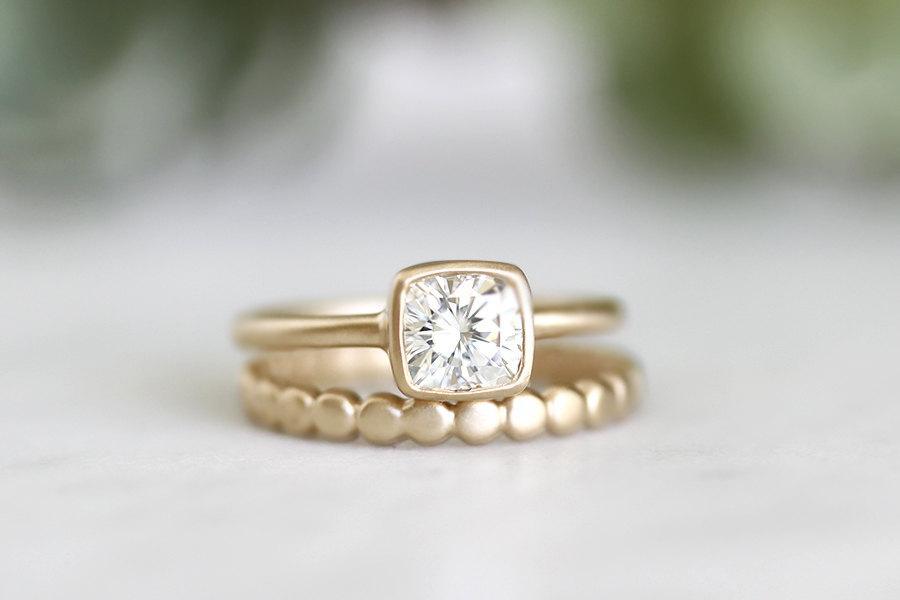 Mariage - 14k gold cushion moissanite engagement ring, handmade, wedding, square