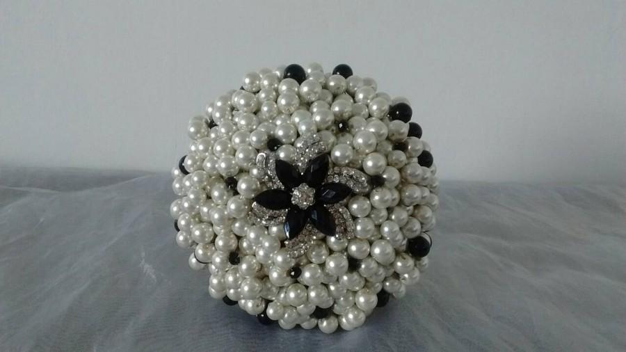 Свадьба - Large Pearl and Brooch Bouquet.