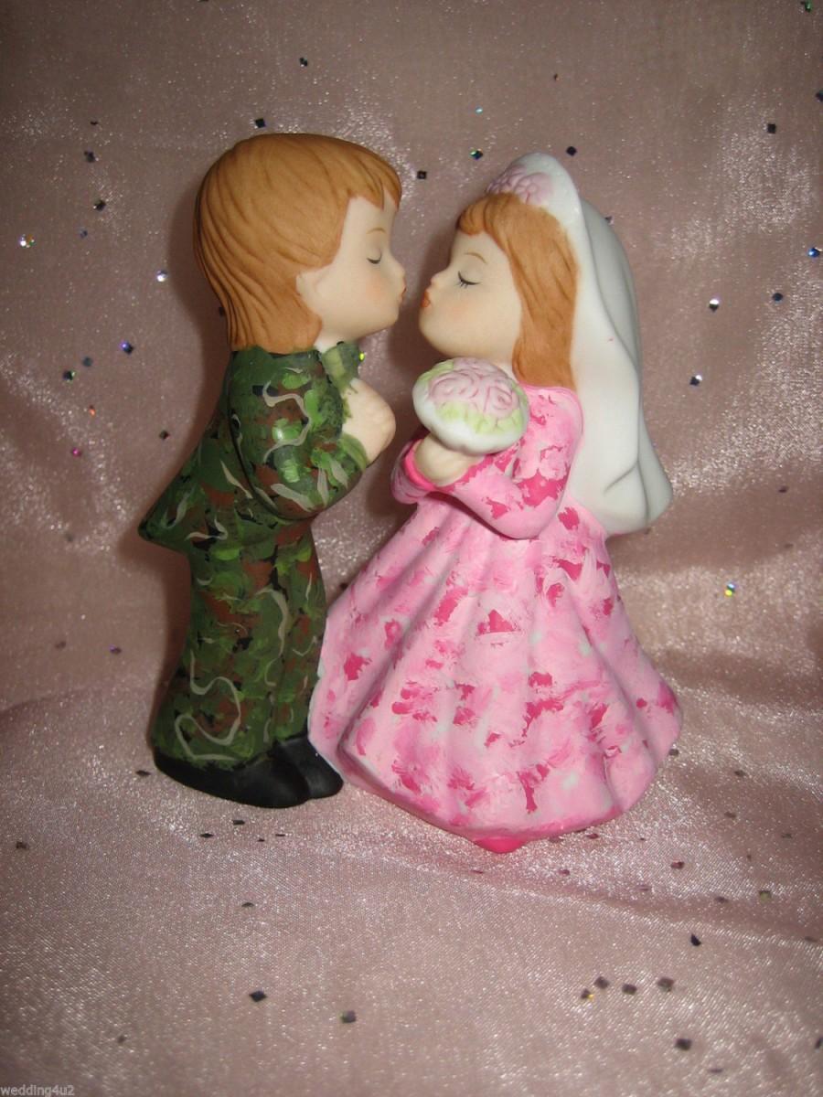 Wedding Reception Party Pink & Green Camo Hunting Hunter Kissing ...