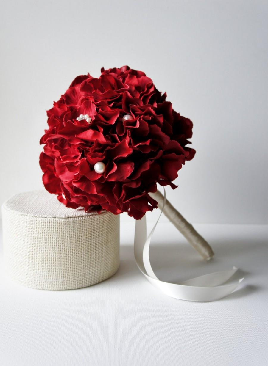 Свадьба - Red Hydrangea Bouquet, Silk Wedding Flowers, Bridesmaid Bouquet, Rhinestone Bouquet, Brooch Bouquqet, Vintage Wedding, Bridal Bouquet, Pinup