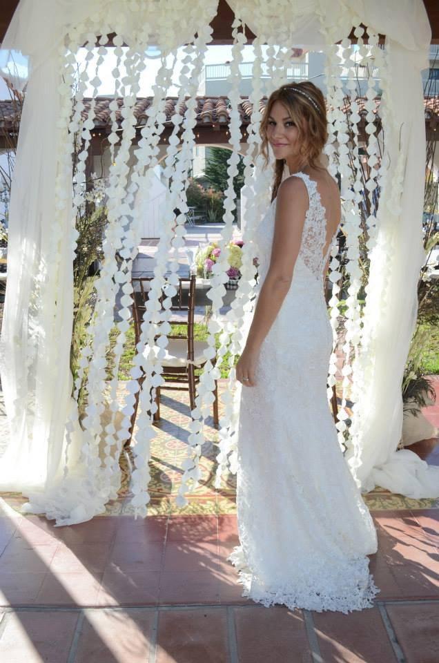 Mariage - Ivory Flower Petal Strand Garland Curtain Backdrop