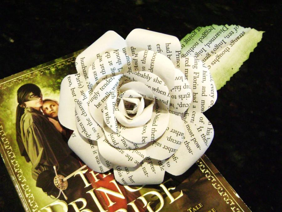 Mariage - Paper rose  Princess Bride recycled book page flower for weddings bouquet bridemaid decorations from