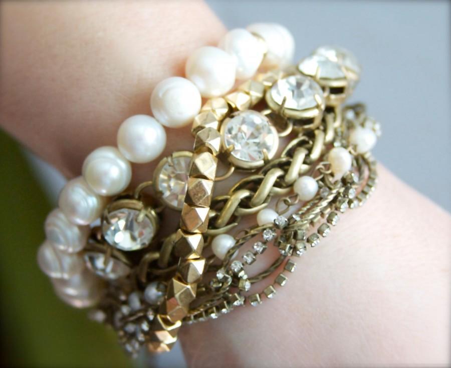 Свадьба - Chunky Pearl Bracelet, Coachella Jewelry, Hippie Chic Jewelry, Boho Bracelet, Steampunk Jewelry, Chunky Charm Bracelet, Pearl Bracelet