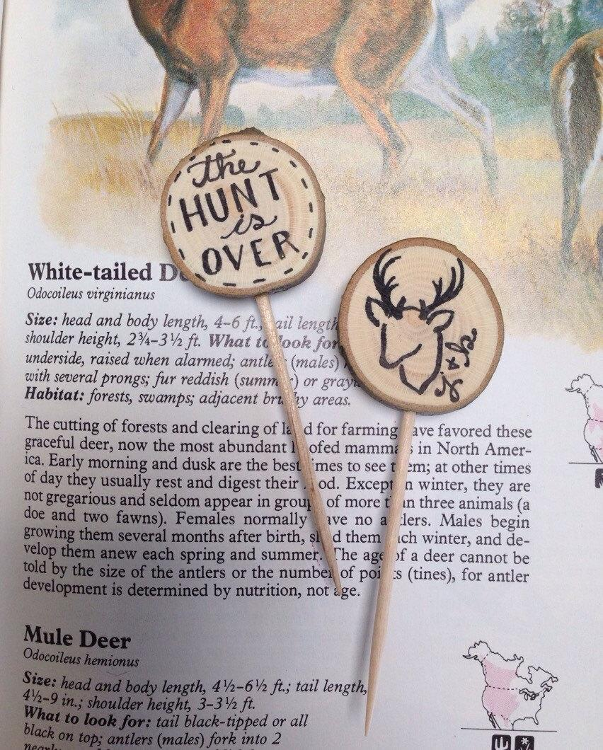 Mariage - The Hunt is Over / Rustic Wedding Cupcake Toppers Custom Initials / Deer / Tree Slice / Bridal Shower Party Picks / Wedding Decor / Wood