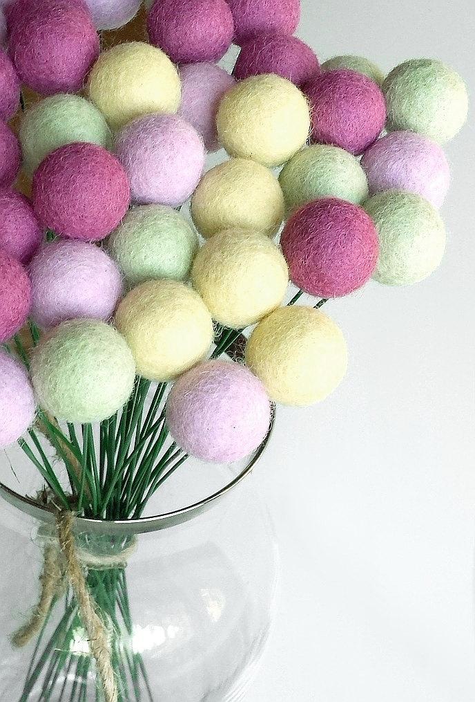 Hochzeit - Lilac green billy ball flowers, billy buttons, felt craspedia flowers, billy balls, felt flowers, home decor, floral arrangement