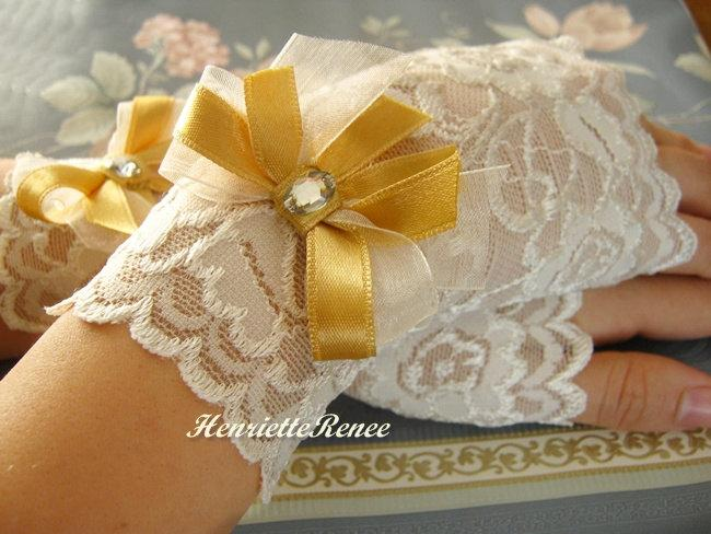 Свадьба - Gold & Ivory Lace Gloves Gold Bridal Gloves Gold Satin Bow, Gold Wedding Gloves, Fingerless Gloves,Ivory Wedding Gloves, Wedding Accessories