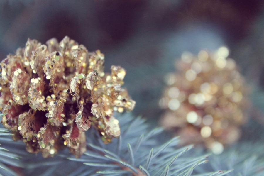 Свадьба - mini gold pinecone, pinecone wedding decor, woodland wedding favor, gold pinecone, mountain wedding decor, woodland aisle decor, forest, eco