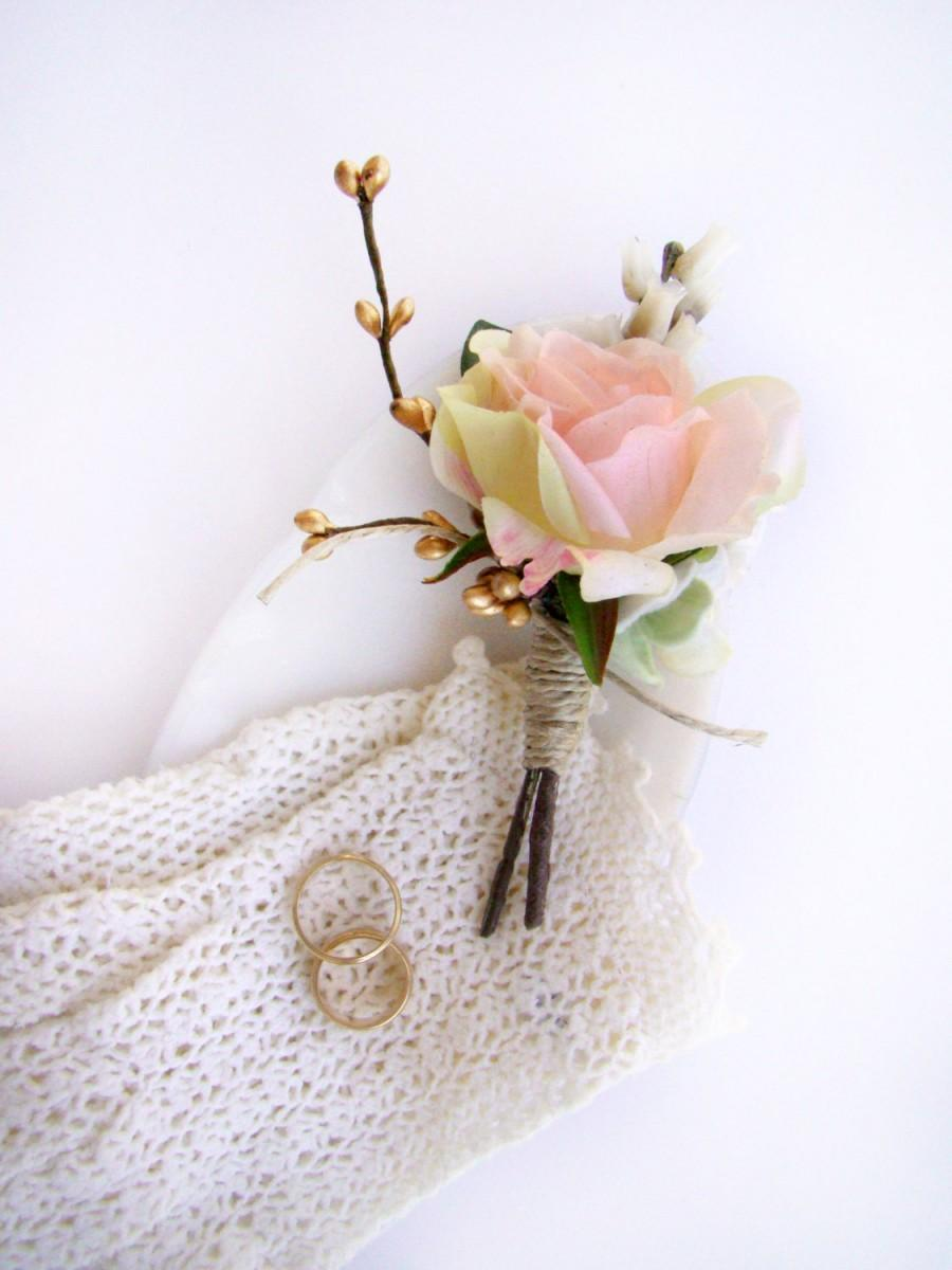 Свадьба - Romantic Wedding Boutonniere, Men's Boutonniere, Groom's Flower, Groomsmen, Lapel Flower, Blush Pink Rose, Rustic Chic Ceremony