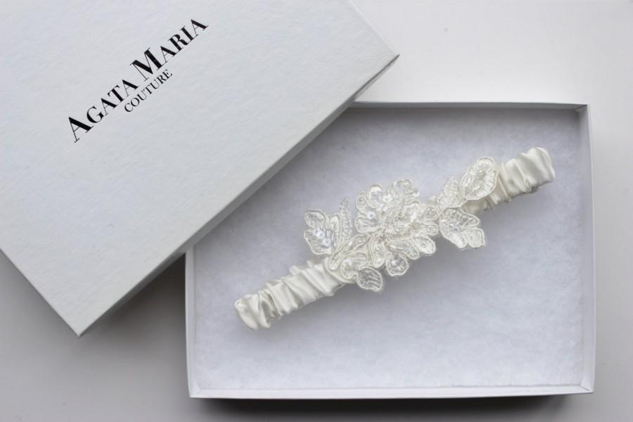 Silk Satin And Lace Embellishment Ivory Wedding Garter Toss Bridal Gift Set Luxury Applique