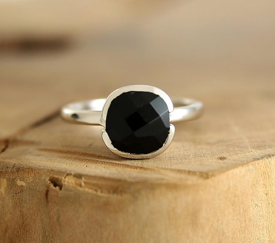 Mariage - Black spinel solitaire ring Sterling silver stacking ring Black engagement ring Modern jewelry by Freesize