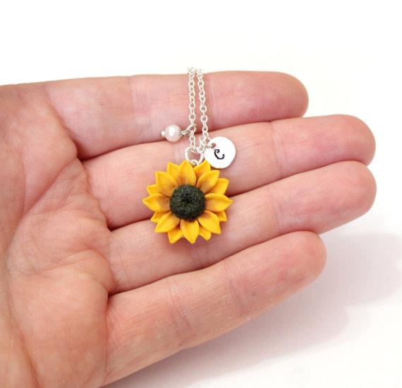 زفاف - Yellow Sunflower Necklace,Yellow Pendant, Personalized Initial Disc Necklace, Bridesmaid Necklace,Yellow Bridesmaid Jewelry,Sunflower Flower
