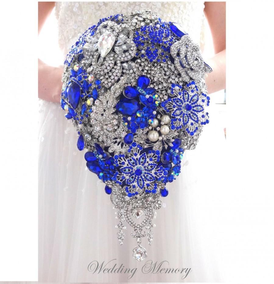 زفاف - BROOCH BOUQUET. Waterfall cascading DESIGN with pearls in royal blue and ivory