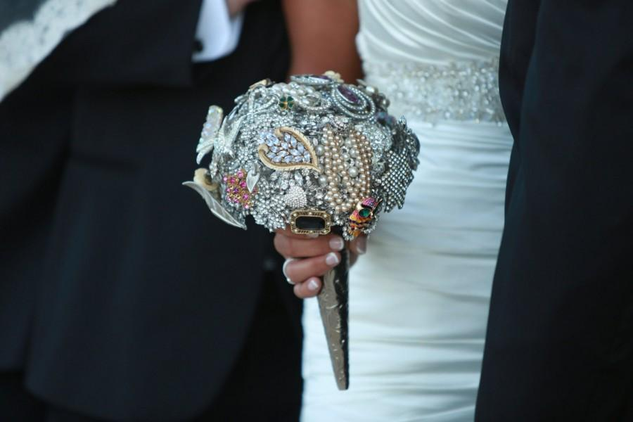 Mariage - The BRIANA -a Custom Brooch Bouquet with family heirlooms or jewelry