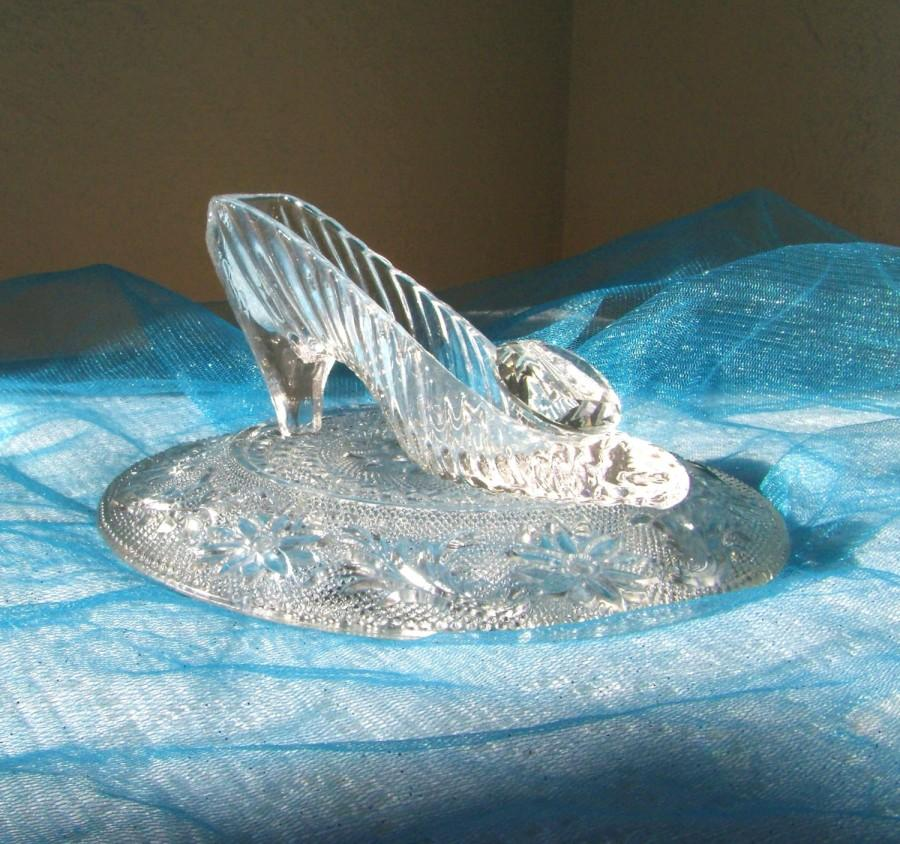 cinderella glass slipper with oleg cassini crystal glass pillow rh weddbook com glass slipper centerpiece ideas large glass slipper centerpieces
